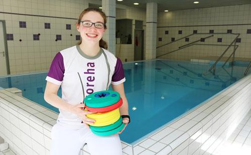 Schwimmlehrerin in der Physiotherapie-Ausbildung