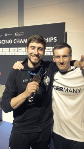 Stolz auf Bronze! Max Hartung (r.) und medicoreha-Physiotherapeut Daniel Hummen. Foto: privat